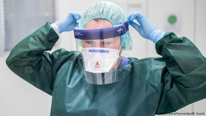 clinica odontológica com dentistas protegidos para atendimento